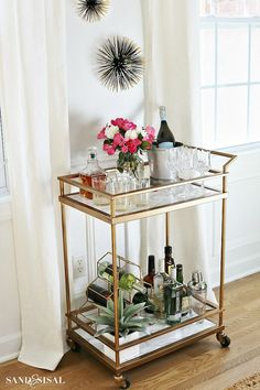 There's something about walking into a home with a Bar Cart that screams sophistication. Maybe its because there's so many stunning bar cart designs these days, Bar Cart Decor, Bar Cart Styling, Ikea Bar Cart, Diy Bar Cart, Bandeja Bar, Bar Deco, Gold Bar Cart, Mini Bars, Bar Furniture