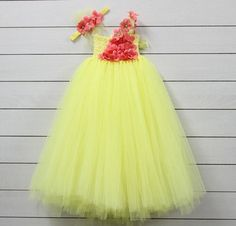 Elegant Fashion Wear Explore the trendy fashion wear by different stores from India Long Frocks For Kids, Frocks For Girls, Kids Frocks, Baby Girl Dresses Diy, Baby Girl Frocks, Flower Girl Dresses, Girls Party Wear, Kids Wear, Cute Little Girls Outfits