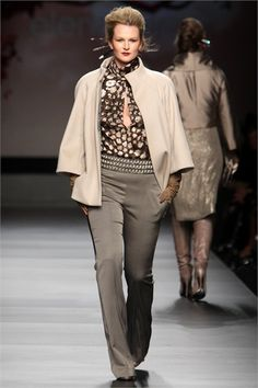 Elena Mirò - Fall Winter 2010/2011 Ready-To-Wear - Shows - Vogue.it