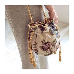Je suis amoureux!  @pompa_rosa • www.pomparosa.com • +(57)3007731495 • . . . . . .  #pomparosa  #fashion #style #cute #photooftheday… Bucket Bag, Cute, Bags, Style, Fashion, Totes, Arosa, Handbags, Swag
