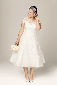Designer plus-size wedding dresses we LOVE! #plussizeweddingdresses