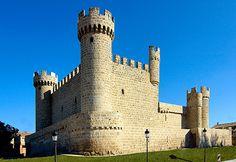 CASTLES OF SPAIN Castillo de Olmillos de Sasamón, Burgos. Fue construido por Pedro de Cartagena, regidor de Burgos, en 1446. Perteneció a la casa de los Franco de Guzmán y posteriormente a la casa de Mendoza y a los duques de Gor.Fue incendiado en 1812 por los guerrilleros Santos Padilla y Melchor Cossío, durante la Guerra de la Independencia, después de que las tropas francesas abandonaran el pueblo. Al parecer acusaba a influyentes personalidades locales de colaborar con los franceses.