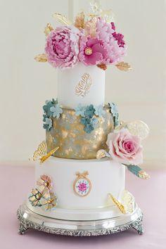 Tarta con flores e isomalt del curso de tartas de boda de Patricia Arribálzaga