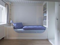 Schlafkoje im Inselhaus (es gibt 4 davon...) Bunk Beds, Furniture, Home Decor, Mists, Cottage House, Woman, Decoration Home, Double Bunk Beds, Room Decor
