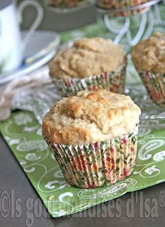 used brown sugar instead of the maple syrup, used 2 tsp maple extract and cup maple flakes. Double batch made 24 regular muffins and 24 minis. Desserts With Biscuits, Mini Desserts, Muffin Recipes, Apple Recipes, Pie Co, Bon Dessert, Muffin Bread, Good Food, Yummy Food