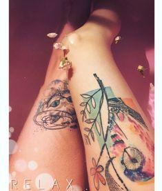 Photo by (junsunderground) on Instagram | #tattoo #tattooeverywhere #tattoogirl #girlwithtattoos #colorfultattoo #owltattoo #cheshirecat #cheshirecattattoo #aliceinwonderlandtattoo #cattattoo #roses #pinkwater #tistytosty #bathbomb #relax #relaxinbath #tetovani #sova #kocicka klba #kockaskliba #watercolortattoo #weareallmadhere #czechgirl #tattooczechgirl #thightattoo #legstattoo #girlinbath #nohy Cheshire Cat Tattoo, First Tattoo, Deathly Hallows Tattoo, Girl Tattoos, Alice In Wonderland, Watercolor Tattoo, Tattoo Designs, Colorful Tattoos, Relax