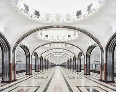 L'ipnotica bellezza delle metropolitane di Mosca e San Pietroburgo
