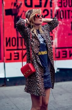 101 Best Winter and Fall Street Style Inspiration - Fashiotopia Animal Print Outfits, Animal Print Fashion, Fashion Prints, Animal Print Style, Animal Prints, Der Leopard, Leopard Coat, Casual Outfits, Fashion Outfits