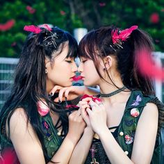 The Idol / Ladybaby; a rather intimate moment between kawaii bandmates, Rie and Rei. Or perhaps it is just a pass the feather game? They have been going for 4 years, but only just over a year as a duo. Cute Asian Girls, Cute Girls, Cool Girl, Pretty Girls, Lesbian Hot, Kiss Beauty, Lesbians Kissing, Couple Posing, Ulzzang Girl