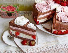 Nu am serbat nimic, poate niste kg in plus, muuuulte la numar, dar nu va spun cate. E o vorba din batrani in care se zice ca femeile nu trebuie sa-si recunoasca varsta si kilogramele :)))) Am facut tort pentru ca e sezonul capsunilor … Food Cakes, Homemade Cakes, Cheesecakes, Vanilla Cake, Panna Cotta, Cake Recipes, Diy And Crafts, Ice Cream, Pudding