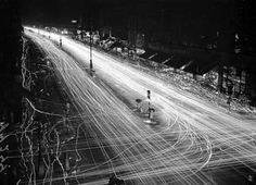Walter Bellamy: Oxford Street during WWII black out, December 1939. Wiggly lines show the passage of pedestrians holding torches.