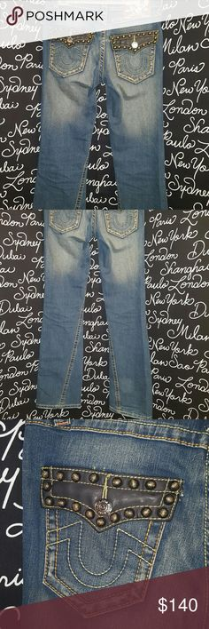 🍒True Religion studded jeans No sign of wear.  These are a pair of True Religion jeans studded with leather accents on the pocket. They are a boot cut.  32 inch inseam  Please ask any and all questions before purchasing this item. True Religion Jeans Boot Cut