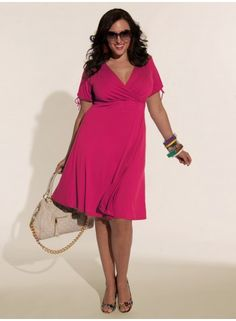 Love the color of this @IGIGI by Yuliya Raquel Angie dress in Fuschia. I would totally pair it with a similarly kicky purse in a contrasting color (bright yellow, perhaps? Green? Oh, I know.... ORANGE.)