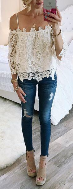 #spring #outfits The Perfect primavera #ootd ... Este encaje de la parte superior del hombro es tan lindo y estoy obsesionado con estos nuevos pantalones vaqueros!