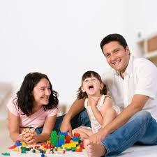 Jugar en familia, refuerza las relaciones familiares.