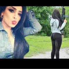 "Claudia Ochoa Felix a ""Kim Kardashian"" mexicana do crime Gangsters, Danger Girl, Drug Cartel, Pablo Escobar, Bikini Clad, Dangerous Woman, Look Alike, Mafia, Kim Kardashian"
