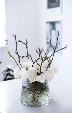 Winter flower arrangement of white rose buds and budded branches Winter Flowers, Flowers Nature, Beautiful Flowers, Winter Bouquet, Spring Bouquet, Wild Flowers, Beautiful Pictures, Winter Flower Arrangements, Floral Arrangements