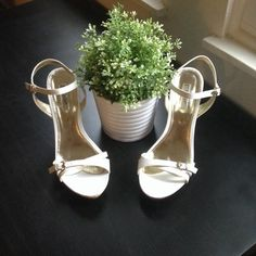 """Gorgeous White heel sandals 🎀 Gorgeous White heel sandals. Size EUR 41 - US 11. 4"""" heels. Have some little scratches on the heels (see pictures) but other than that great conditions. Used just a couple of times. Shoes Heels"""