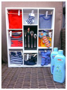 Baby shower gift boy, kraamcadeau jongetje. Letterbak gevuld met babyartikelen voor zoon. Info: https://joleenskraamcadeaus.wix.com/kraamcadeau#!product/prd1/2715194761/gevulde-letterbak