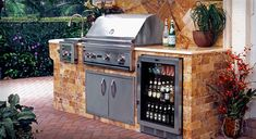 acquire our best ideas for outdoor kitchens, including endearing outdoor kitchen decor, backyard decorating ideas, and pictures of outside kitchens. Modern Outdoor Kitchen, Outdoor Kitchen Bars, Backyard Kitchen, Backyard Patio, Outdoor Kitchens, Parrilla Exterior, Outdoor Cooking Area, Beer Fridge, Drinks Fridge