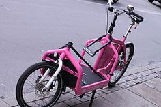 Pink Bullitt looking hot in Østerbro!    LARRY vs HARRY are designers and producers of the BULLITT® cargo bikes