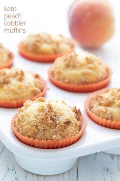 Keto Peach Cobbler Muffins - All Day I Dream About Food Blueberry Yogurt Muffins, Peach Muffins, Almond Flour Muffins, Keto Breakfast Muffins, Low Carb Breakfast, Breakfast Ideas, Keto Chocolate Chips, Chocolate Chip Muffins, High Carb Fruits