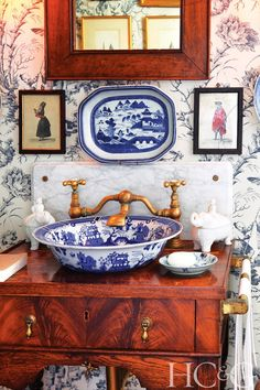 Porcelain sink, blue willow china, blue china, blue and white china, blue w Blue Willow China, Blue And White China, Blue China, White Porcelain, Porcelain Sink, Granny Chic Decor, White Decor, Beautiful Bathrooms, Delft