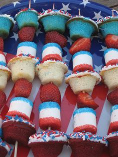 Cupcakes for Party: Fourth of July Dessert Idea: Dessert Kabobs - demarle mini muffin Patriotic Cupcakes, Patriotic Desserts, 4th Of July Desserts, Fourth Of July Food, 4th Of July Celebration, 4th Of July Party, July 4th, Patriotic Party, Blue Desserts