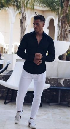 Here are some white jeans outfita for men and how you can style them The post White jeans outfit men appeared first on Jean. Outfit Jeans, White Jeans Outfit Mens, White Jeans For Men, Jean Outfits, Casual Outfits, Summer Outfits, Men Casual, Casual Jeans, Beste Jeans
