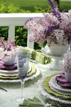 Lilac centerpiece idea for Mothers Day. Mom will not only love the look of the purple and mauve tones of these Lilac flower centerpieces but she'll love the gorgeous smell of these Spring time flowers too! Lilac Mother's Day Tablescape from Stone Gable. Dresser La Table, Lavender Cottage, Sage Wedding, Spring Wedding, Boho Home, Beautiful Table Settings, Decoration Table, Centerpiece Ideas, Flower Centerpieces
