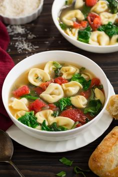 Spinach Soup Fresh Spinach Tomato and Garlic Tortellini Soup - Cooking Classy - My Recipe Magic Spinach And Tomato Tortellini, Spinach Tortellini Soup, Spinach Soup, Spinach Recipes, Soup Recipes, Cooking Recipes, Healthy Recipes, Cooking Ideas, Pasta Soup