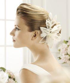 Pronovias präsentiert Ihnen den Kopfschmuck FL-2433 für die Braut. | Pronovias