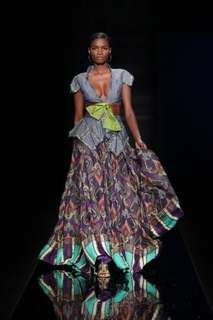 - The Tiffany Amber Nigeria show at Africa Fashion Week was rich with flowing floor-length dresses in eye-popping colors that looked more fit for a . African Inspired Fashion, African Print Fashion, Africa Fashion, Ethnic Fashion, Fashion Prints, African Prints, Ankara Fashion, Bohemian Fashion, Dress Fashion