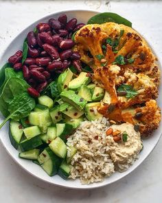 Roasted Cauliflower Steak Nourish Bowl - Served with Brown rice, Red kidney beans, Cucumber, Avocado, Caramelised onion hummus lots of spinach! Delicious Vegan Recipes, Vegetarian Recipes, Healthy Recipes, Vegan Vegetarian, Roasted Cauliflower Steaks, Vegan Meal Plans, Keto Meal, Paleo Diet, Aesthetic Food