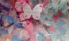 5 X Tag personalizzate a farfalla complete di nastro. Ideali per comunione, battesimo, compleanno. di Dienneidee su Etsy