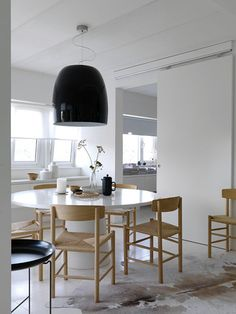 apartmentdiet:    Mmm…more simplicity…clearly I need to take a breath! ;-)