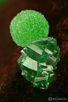 Conichalcite CuCa[AsO4](OH) with Adamite Zn2AsO4(OH)