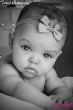 I think she has to be one of the most beautiful babies I have ever seen!The most amazingly beautiful eyes on such a beautiful baby wow! Baby Kind, Pretty Baby, Pretty Eyes, Beautiful Eyes, Baby Love, Simply Beautiful, Baby Baby, Precious Children, Beautiful Children