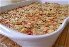 Enformado com atum. Cozinhe batatas (usei 5 médias). Amasse, junte 1 colher (sopa) de azeite, 2 colheres (sopa) de leite, …