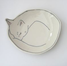 Surface: pencil on white clay with clear top coat Dessert Plate Sleeping Kitty Kitten Cat von EarlyBirdDesignsShop Ceramic Clay, Ceramic Plates, Ceramic Pottery, Pottery Vase, Slab Pottery, Glass Ceramic, Sculptures Céramiques, Ceramic Sculptures, Gifts For Pet Lovers