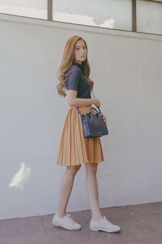 Korean Street Fashion - Life Is Fun Silo Modest Outfits, Skirt Outfits, Classy Outfits, Modest Fashion, Trendy Outfits, Fashion Dresses, Korean Fashion Trends, Korean Street Fashion, Asian Fashion