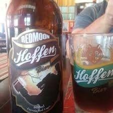 Cerveja Hoffen Bier Redmoon, estilo Amber Lager, produzida por Cervejaria Hoffen, Brasil. 7.4% ABV de álcool.