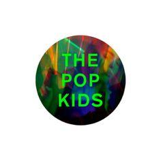 Le groupe anglais, Pet Shop Boys, fait son grand retour sur les ondes avec un nouvel extrait de leur nouvel opus, Super, attendu pour le 1er avril 2016. Ce nouveau single, The Pop Kids, succède à, Inner Sanctum, qui avait été dévoilé pour nous mettre...