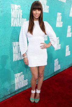 Jessica Biel en los MTV*s, con un Chanel blanco y sandalias Barbara Bui con un toque de color... ¡¡ FLAWLESS !!