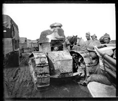 ENGLISH: Casa de la Imagen has an impressive collection of 500 stereo negatives taken by an unknown french officer at WWI, who portrayed battles like Somme, . World War I, Wwi, Warfare, First World, Military Vehicles, The Twenties, Monster Trucks, History, Soldiers