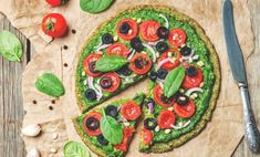 Let them eat pizza! As long as it's this zucchini pizza crust, that is. It's perfect for low-carb and vegan diets. So you now you have your pizza and eat it, too, even while sticking to your healthy diet. High Protein Vegetarian Recipes, Healthy Pizza, Vegan Pizza, Vegan Snacks, Healthy Recipes, Pizza Pizza, Tofu Recipes, Vegan Meals, Healthy Tips