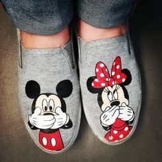 And you know it Always for quality prices and fashion! Disney Painted Shoes, Painted Canvas Shoes, Painted Sneakers, Painted Clothes, Disney Shoes, Hand Painted Shoes, Vans Shoes Outfit, Casual Shoes, Sharpie Shoes
