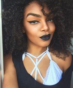 Com licença, make incrível passando. | 19 imagens fortes demais para quem ama maquiagem