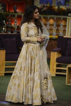 Kajol replica one pc gown in pure maheshwari wwith inner attached. Beautiful net dupatta wwith work on it . Punjabi Dress, Anarkali Dress, Anarkali Suits, Garba Chaniya Choli, Indowestern Gowns, White Anarkali, Party Wear Dresses, Bridal Dresses, Gown Pattern