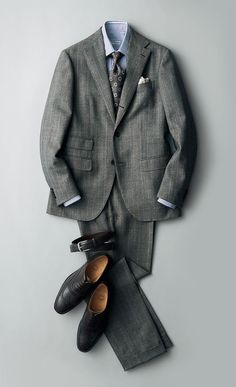 Suit, shirt, tie, pocket square, belt and shoes. Mens Fashion Suits, Mens Suits, Mode Costume, Designer Suits For Men, Men Formal, Autumn Fashion Casual, Suit And Tie, Well Dressed Men, Gentleman Style